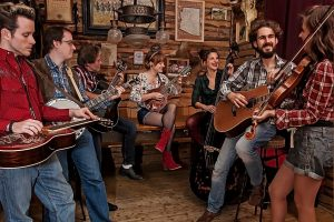GeorgiaRina & the Loose Screws – Bluegrass aus München – Live aus dem Hinterhalt