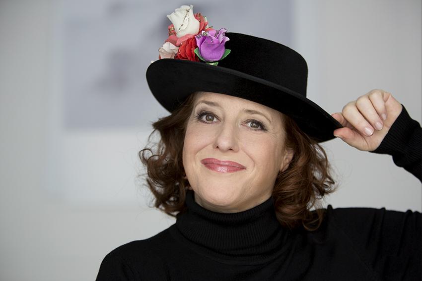 "Livestream-Lesung am ""One Billion Rising Day"" mit Luise Kinseher"