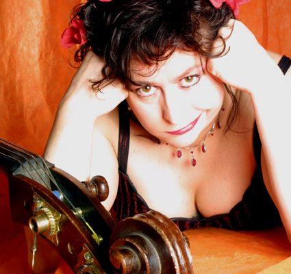 PiPaPo im Live-Stream: Lizzy Aumeier präsentiert Weihnachtsprogramm SOFA